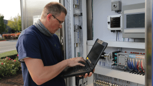 _Man_with_computer_and_In_PRV_control_system